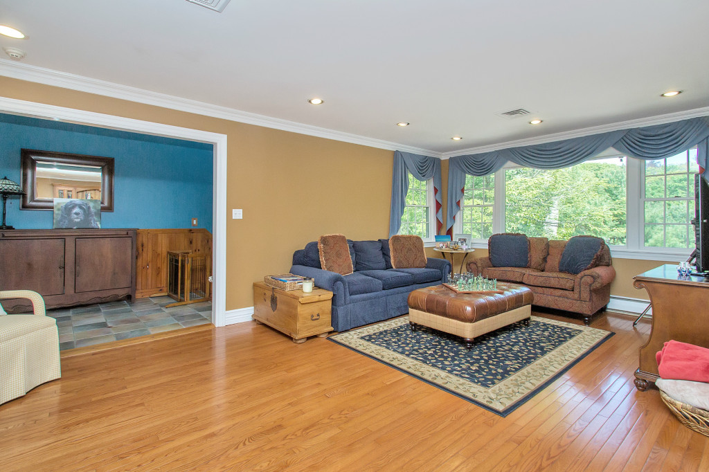 6 The Rise, Woodbury, NY 11797, Presented By Fran Mazer, Signature Premier  Properties. Powered By Jump Visual